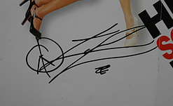 la signature de Zac Efron  ( son autographe )