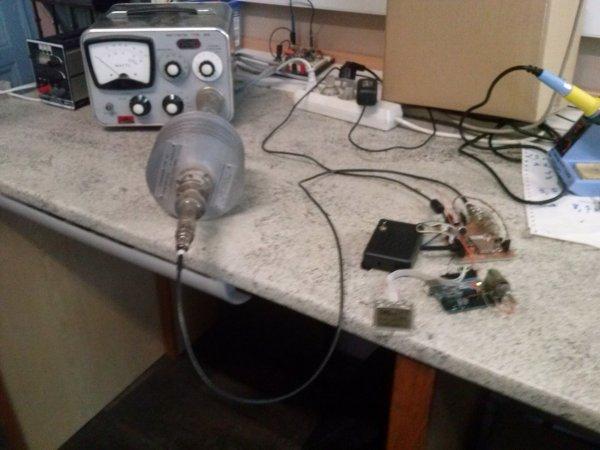 Emetteur récepteur VHF en test.