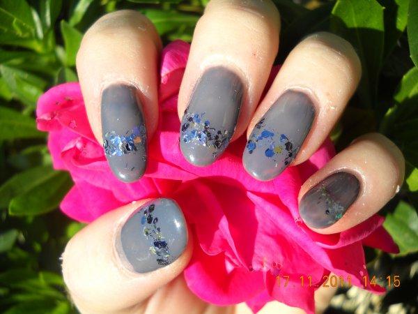 gel gris et paillettes bling-bling
