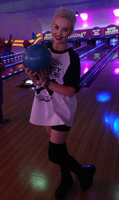 Perrie au Bowling