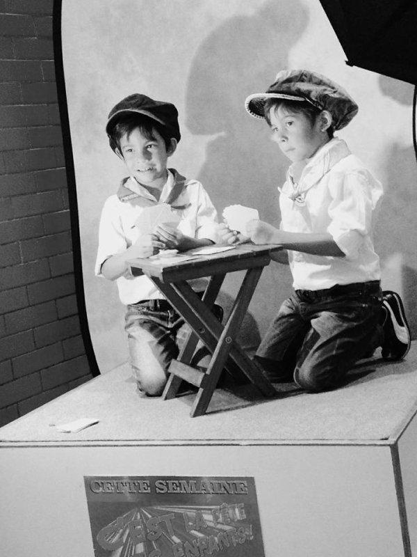 CASTING   PHOTOS  DE   MES  AMOURS  DE  JUMEAUX   CHEZ  MAC DONALD    SE  SONT  MES  PETITS  ENFANTS ILS  ONT  5 ANS