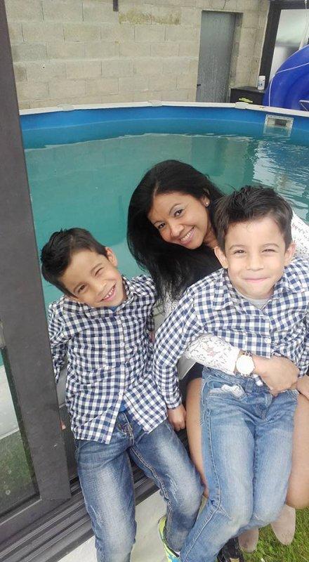 mes  amours  et  leur maman  !!!  bientot  6 ans  mes  jumeaux  ils  ont  bien  changer