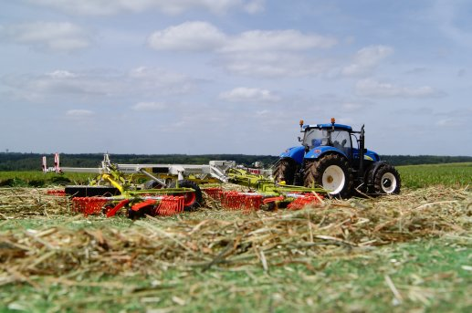 faneuse Claas Liner 3000 en action