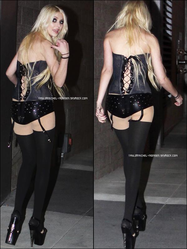 Mardi 8 février 2011 : Taylor allant à l'avant première du film de Justin Bieber : Never Say Never