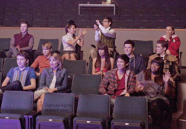 """Voici un still du dernier épisode """"The Spanish Teacher """" ainsi que les premiers stills de l'épisode des Régionales  Le 03x15 se nomme """" Big Brother """". On y verra le frère de Blaine jouer par Matt Bomer et le frère de Santana jouer par Pitbull"""