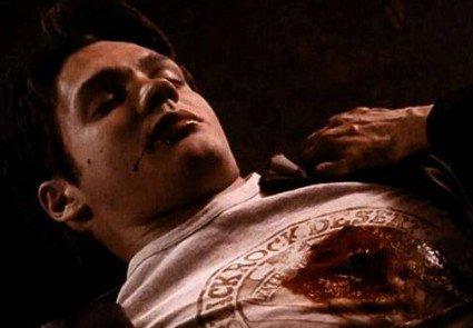 Après l'épisode choquant de la semaine dernière où un nouveau personnage de The Vampire Diaries trouvait la mort lors de cette saison 4, les téléspectateurs n'attendaient qu'une seule chose : des réponses. Et la bonne nouvelle c'est que ce nouvel inédit n'a pas déçu, puisqu'on a pu découvrir de nouveaux rebondissements et sortir une nouvelle fois nos mouchoirs. Attention spoilers.