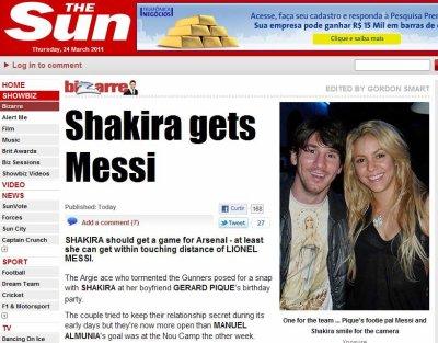 Shakira posa para foto com Messi em festa do namorado Piqué