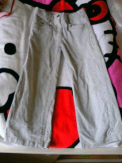 taille 4 ans haut   2euro  pantalon 3euro