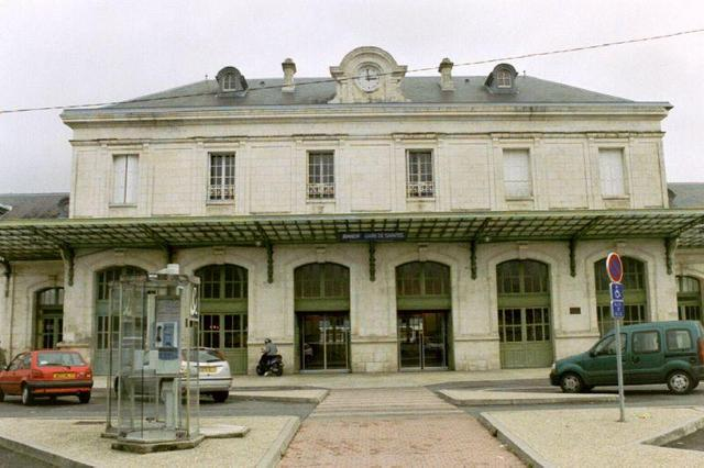 Facade de la gare de Saintes (17)