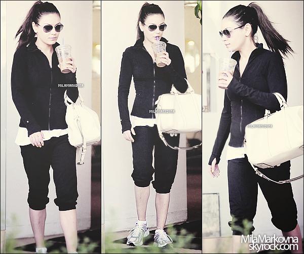 14/03/11 : Mila, traquée par les papz, sortait de sa séance de gym habituelle avec un café à la main.  C'est une tenue de sport donc évidemment c'est pas génial quoi x) Et pour toi, Top / Bof / Flop ?