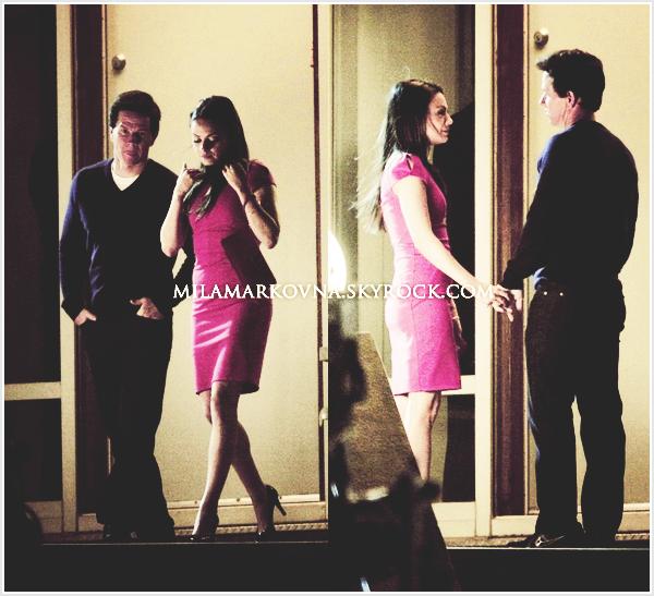 """5 mai - Mila tournait une scène avec Mark Wahlberg, toujours à Boston pour Ted.  Elle fait très """"femme fatale"""" avec sa robe rouge, Mila ! J'aime beaucoup, top ."""