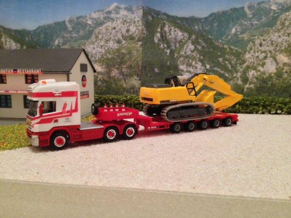 Convoi transports brame avec pelle liebherr 934