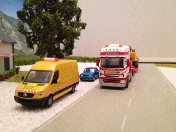 Chargement du pelle liebherr 954 à Colmar direction le port de Marseille !
