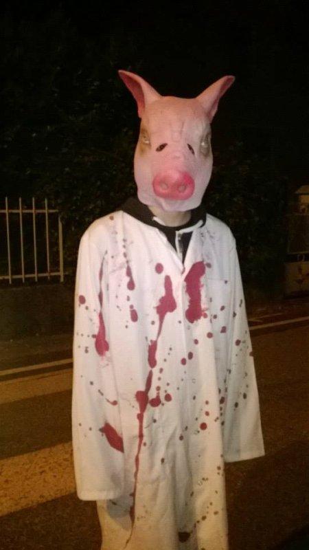 Costume d'halloween (le sang est fait par moi) :3