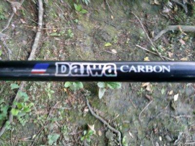 voila la canne d'estevan (samouraï de daïwa carbon avec un moulinet regal de chez daïwa avec de la tresse géologic)