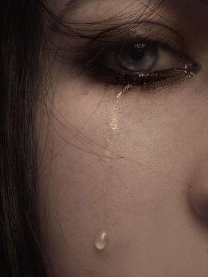 « Les sentiments se meurent en une longue agonie, le coeur perd une à une ses espérances comme l'arbre ses feuilles, jusqu'à ce qu'il n'y ait plus rien, plus d'espoir. »