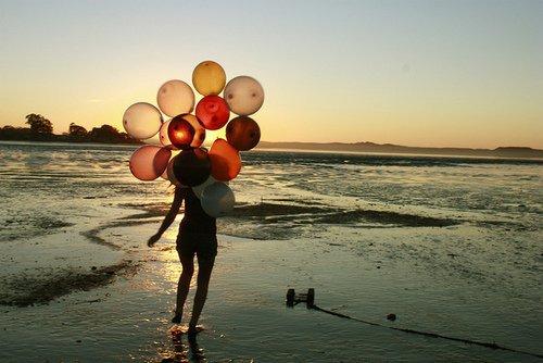 «  Le bonheur se trouve tout autour de nous, il est partout, il est dans                    tout ce que nous pouvons expérimenter. Mais pour le savoir, il faut                    changer le regard que nous portons sur les choses. »                                                                                                                             Into The Wild