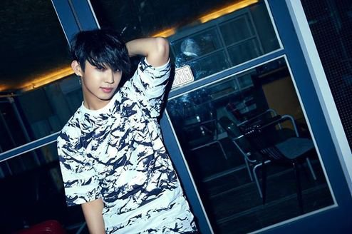 "Histoire du groupe K-pop :""BtoB"""