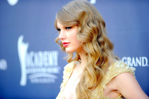 2) Académie of Country Music Awards 2011