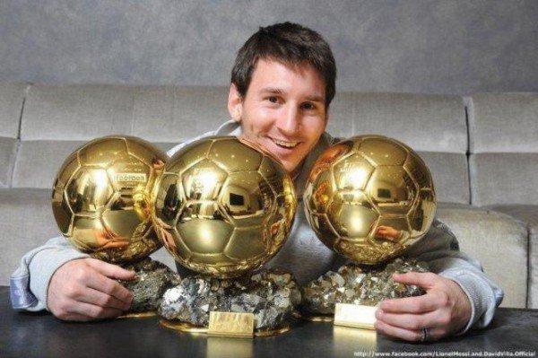 Messi avec ses 3 ballons d'ors