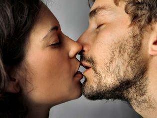 4 raisons de s'embrasser plus souvent