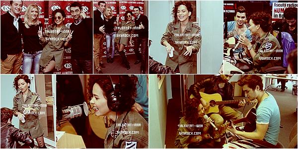 """► INNA était à Kiss FM [Radio roumaine] le 20 Novembre où elle a interprété """"INNdiA"""", """"J'adore"""", """"Tu si eu"""" le soir elle était à la radio ProFM [radio Roumaine également] pour un live. Je poste ici les 2 interprétations et les photos lors de son passage à Kiss FM. Les interprétations étaient bien, mais on sent que la voix de INNA déraille un peu à force, va falloir faire une pause sur les studios d'enregistrement un peu ! Question tenue, j'accroche pas vraiment, mais en revanche j'aime sa coiffure, ça lui va bien !"""