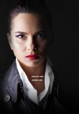 """► INNA is our secret agent ! Un (nouveau?) photoshoot se dévoile, il s'agit de INNA en agent secret provenant d'un """"évènement"""" à la radio roumaine KissFM. INNA est accompagnée de d'autres artistes roumains comme Antonia ! Je verrais bien INNA joué dans un film d'action moi ^^"""