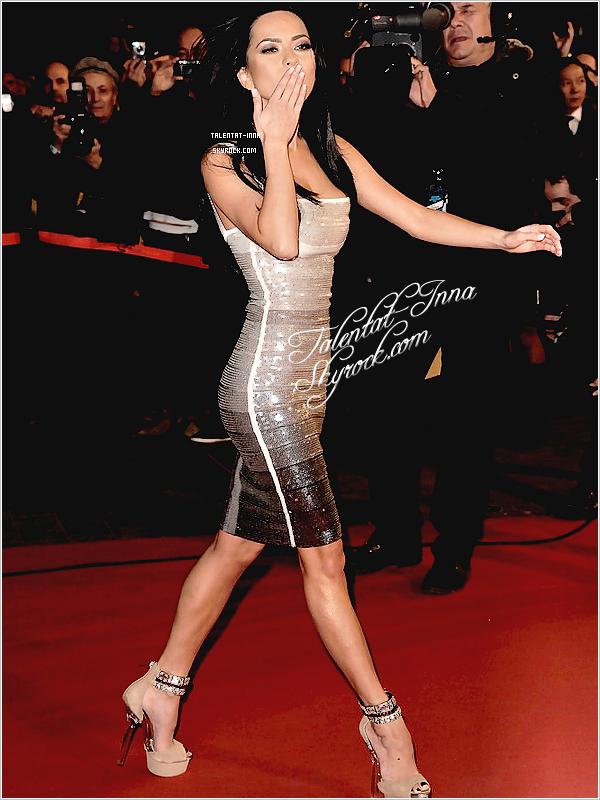 """▬ Flashback ---------------------- • Le """"22 """"janvier"""" 2011, INNA """"s'est"""" rendue """"aux NRJ Music Awards à Cannes en France. Elle """"portait"""" une """"superbe """"robe """"à' sequins, avec des escarpins beiges, et une coiffure simple """"avec """"laquelle """"on"""" l'a connue durant 2009, 2010 et début 2011. """"Elle avait """"été nominée """"dans """"la"""" catégorie"""" """"Révélation internationale de l'année"""" """"mais"""" n'avait mal- -heureusement"""" pas"""" gagné. """"INNA avait également interprété ses meilleurs titres dont """"Sun Is Up"""" ce soir là. Voici quelques photos sur le Tapis rouge, toujours rayonnante ! • ---------------------- (♥) l'article pour être prévenu du prochain !"""