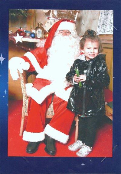 elle est jolie ma petite fille avec papa noel 2010