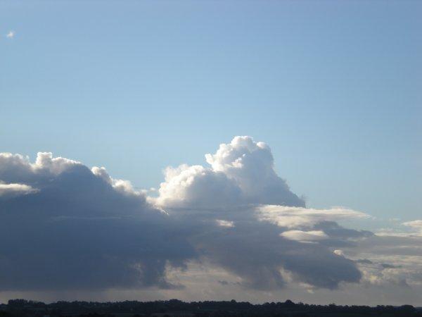 Quand tu regarde dans le ciel quelque fois tu peux découvrir des choses, des choses que tu ne vois pas en temps réel...