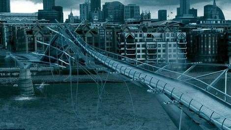 LONDRES : le Millenium Bridge, détruit par les Mangemorts