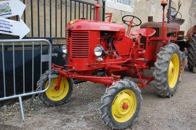 Exposition de tracteurs à Ully-Saint-Georges le 8 octobre 2017