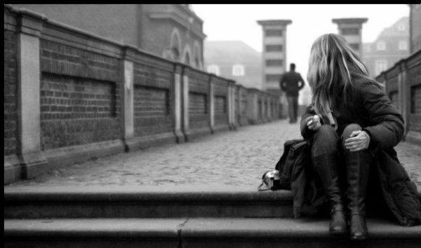 De la joie à la tristesse. Du stresse à l'anxiété. Du bonheur au malheur. De l'amour à la colère. De l'adoration au mépris. De la présence à l'absence. De l'attention à l'ignorance. Du début à la fin. Des rires aux pleurs. Du bien-être à la souffrance. Tout est éphémère.