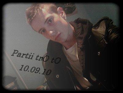 ♥ ♥  Juliien partii le 10..09..2010 ♥  a 8h40 '' ♥ a 17 ans un ange partii tre tO.. nOu pensOn a tOii♥♥