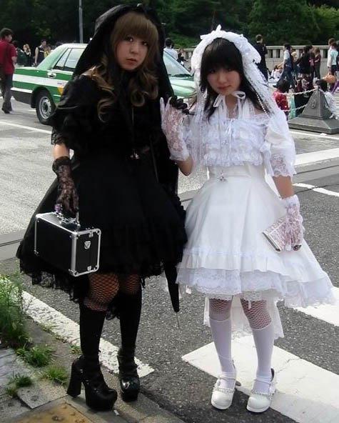 Shiro Lolita(blanc) et Kuro Lolita (noir)