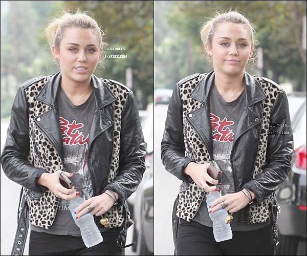 """. 16/09/11  ▬ _""""Miss Miley Cyrus , sortant de chez une amie à Pasadena. Top ou Flop ?  ."""