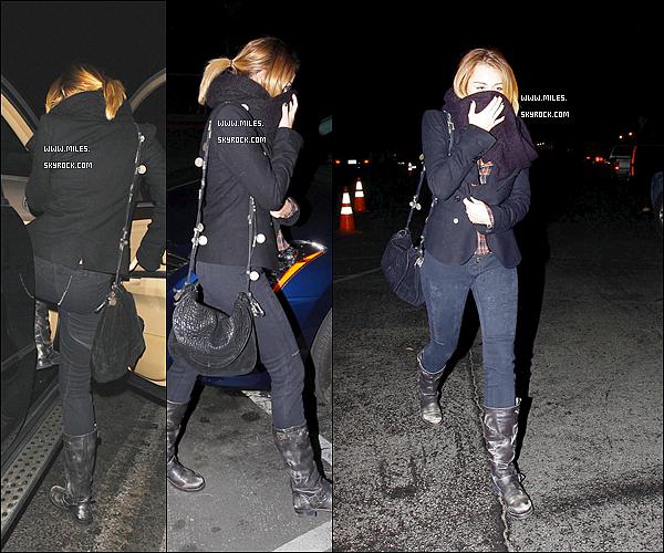 * 20/01/2012 : Miss Mil' a encore été au restaurant en compagnie de Cheyne et un autre ami dans Hollywood. . ♥  *