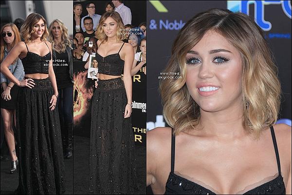 """. 12 Mars 2012  ▬ _"""" Miley était à l'avant première de Hunger Games Avec son chéri Liam à LA pour soutenir. ."""