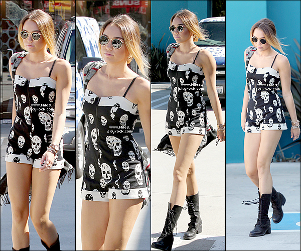 * 16/04/2012 : Miss Miley Cyrus sortant de son cours de pilates à Los Angeles. Tu Aime ? :)   *