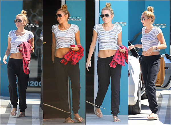 29/06/2012 :  Miley Encore Une Fois Sortant de son cours de pilate à Los Angeles    Alors Top Ou Flop Pour Miss Miley ? + Miley Poste Une Photo avec des Fans Puis une Photo de Twitter Tu aime ? I Love Her Nails To.