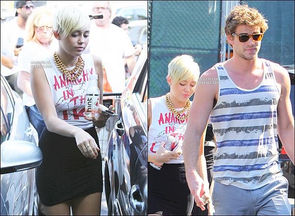 * 11/09/2012 :  Miss Miley Cyrus et son Fiancé Liam Faisant Du Shopping  chez Whole Foods A Los Angeles.  *
