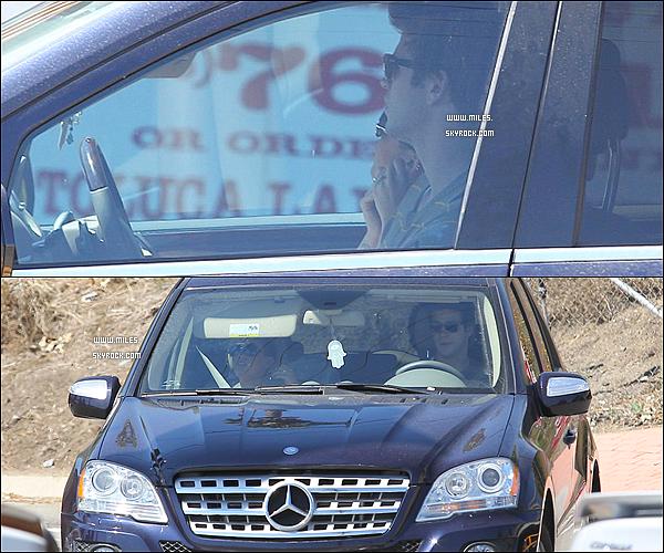 ** 18/09/12 : Miley Ray Cyrus à été vu en voiture avec Son Chéri Liam dans Toluca Lake.  Après « Dans Le Méme Jour Miley est allé dans la boutique Pinkberry Frozen Yogurt à Studio City. » ! Moi J'adore Top ^^ **