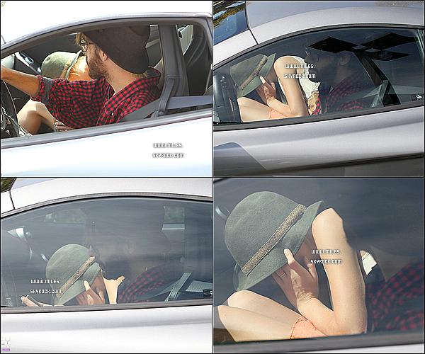 29/09/2012 : Mil' a été vue se cachant sous son chapeau, avec Cheyne Thomas Sur Los Angeles.!