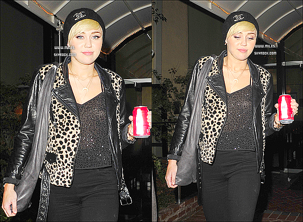 10/10/2012 : miley cyrus a été vue quittait un studio d'enregistrement dans West Hollywood!