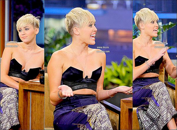 12/10/2012 : miley cyrus  a été présente au The Tonight Show présenté par Jay Lenoa Burbank !