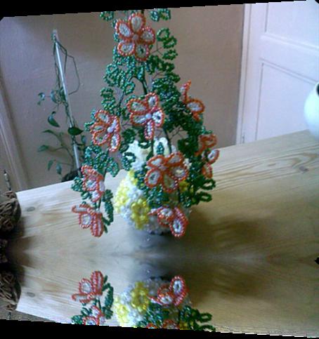 boules magiques et fleurs en perles de rocailles
