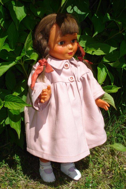 Le petit manteau rose....
