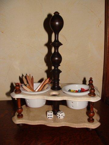 objet d tourn derri re les persiennes. Black Bedroom Furniture Sets. Home Design Ideas