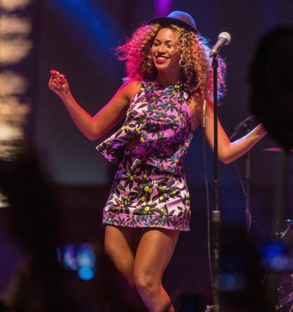 Beyoncé ose le total look imprimé au Coachella 2014!!
