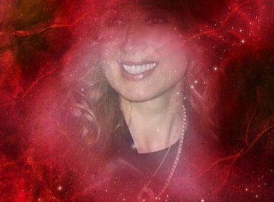 Lara dans un décor de roses rouges...